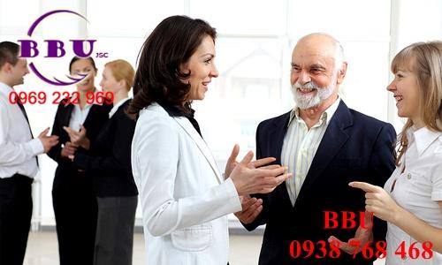 Chủ động giao tiếp với khách hàng một cách chuyên nghiêp