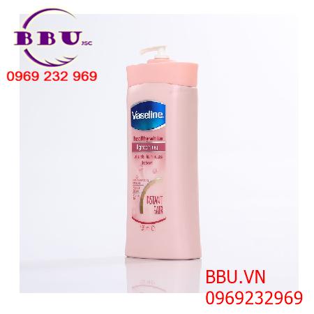 Sữa dưỡng thể trắng da toàn thân Vaseline của Mỹ loại 725ml